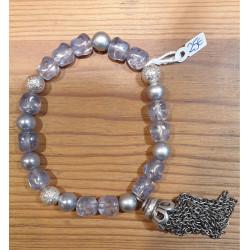 Bracelet perles de verre, pompon chaine métal
