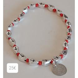 Bracelet perles métal croix , rocailles rouge et médaille