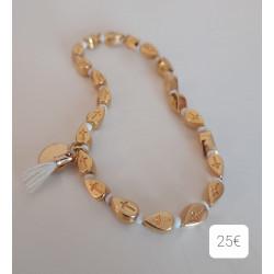 Bracelet perles métal doré croix , rocailles blanche et pompon